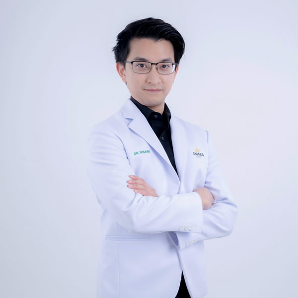 หมอไอซ์ Amara Clinic